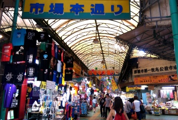 Visiting another arcade market on the way to Tsuboya
